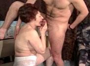 70 Jahre alte Oma gefickt