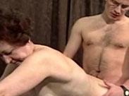Alte Hure wird in den Arsch gefickt