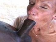 Spermageile Großmutter will eine Gesichtsbesamung