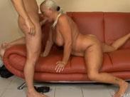 Blonde Oma ist Sex süchtig