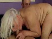 Fette Granny bläst harte Schwänze