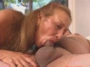 Hungrige Oma vernascht harten Schwanz