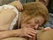 Oma braucht eine Gesichtsbesamung