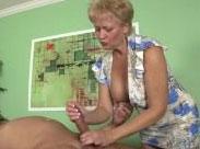 Perverse Granny wichst harten Schwanz