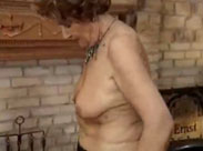Reife Frau im Vintageporno gebumst