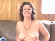 Reife Frau masturbiert beim privaten Casting