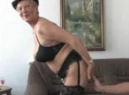 Deutsche Seniorin braucht Schwanz