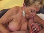 Granny steht auf Oralsex