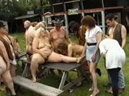 Oma Orgie im Nudisten Camp