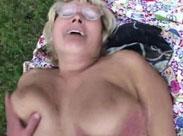 Oma wird outdoor durchgefickt