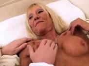 Perverse Rentnerin mit geilen Titten