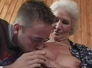 Deutsche haarige Großmütter wollen auf gefickt werden