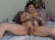Grannie Lesbe mit ihren Dildos