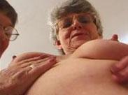 Lesbische Omas tauschen ihre Unterwäsche
