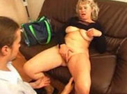 Großmutter fickt ihren notgeilen Chef