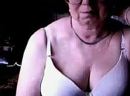 Meine Oma nackt vor der Cam