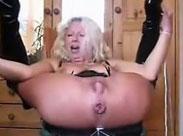 Wilde Oma lässt ihr Arschloch stopfen