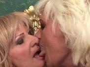 Lesbische Omas ficken hemmungslos