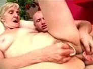 Faule Oma wird arschgefickt