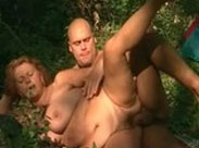 Outdoor Arschfick mit geiler Oma