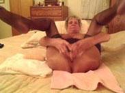 Runzlige Alte masturbiert