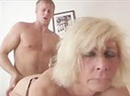 Granny wird in den Arsch gefickt