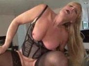 Blonde Oma hat geilen Sex