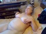 Fette Granny zieht sich aus