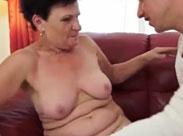 Oma treibt es mit ihrem Zivi