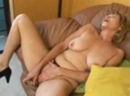 Rentnerin steht auf Dildosex