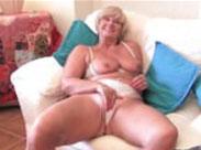 Selbstbefriedigung mit erotischer Oma