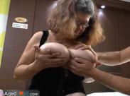 Glocken Gerda hat dicke Brüste