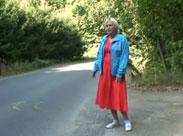 Oma auf dem Strassen Strich