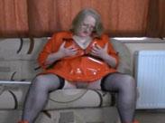Oma ist geil und will sich ficken