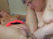 Oma fickt mit ihrem Dildo wild um sich
