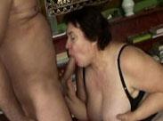 Dickliche Oma will blasen
