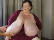 Dicke alte Oma Titten