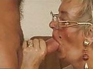 Schwanzlutschen mit heißer Oma