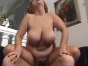 Die haarige Fotze einer Rentnerin feucht gefickt
