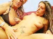 Lesbische Granny besorgt es ihrer Freundin