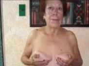 Alte Frauen nackt vor der Kamera