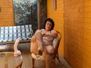 Oma fickt sich im Wintergarten