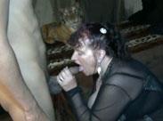 Oma liebt es haarige Schwänze im Mund zu haben