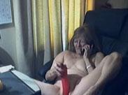 Alte Frau macht Telefonsex