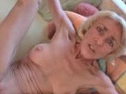 Perverse Oma wird in den Arsch gefickt
