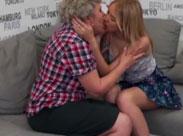 Oma und junge Lesbe