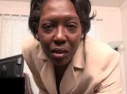 Auch schwarze Omas brauchen geilen Sex