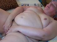 Fette Oma fickt mit magersüchtigem Mädchen