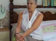 Oma masturbiert und zeigt ihre geilen Titten