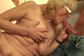 Oma muss zum Sex überredet werden
